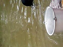 ক্যামেরার সামনে একটি ঢালাই ছোট মেয়েদের চোদাচুদি